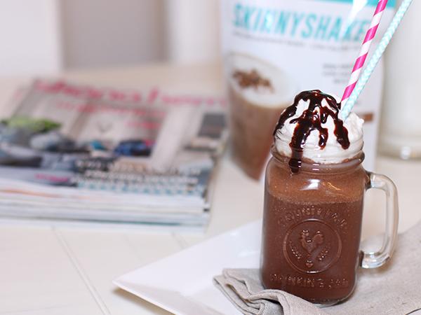 proteinrik chokladshake med kokosgrädde